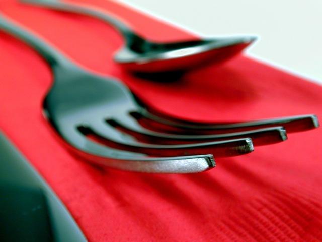 silverware_fork_red_napkin